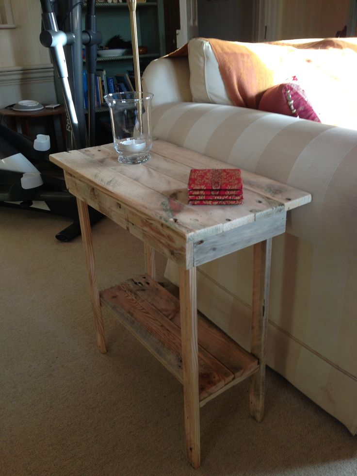 Up cycled pallet side table, except longer. Need something like this for behind couch - as drop table at entry way.