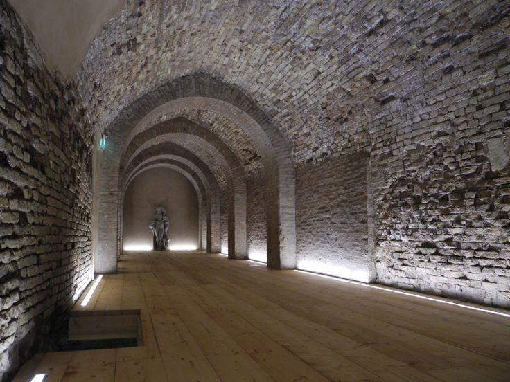 36 best wallwash lighting inspiration images on pinterest interior lighting architectural for Interior architectural lighting