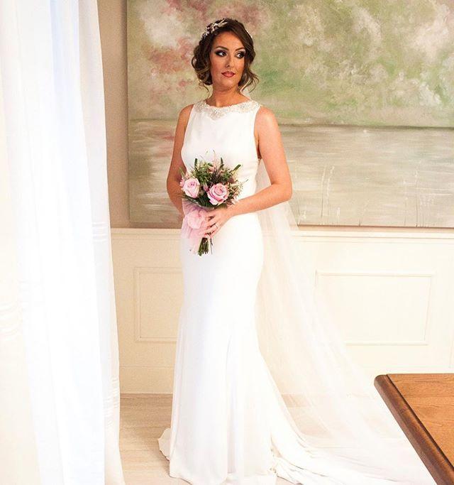 """Bride makeup, maquillaje de novia  #nofilter #maquillaje  #foundation  #makeupatelier #aquacolor #azul #arabiceyes #lancome #mac #MUFE #chanel #bridal #wedding #bride #weddingphotography #weddingmakeup #bridalmakeup #maquillajenovia #boda #novia #nofilter #nophotoshop #makeupatelierparis #makeupartist #freelancemakeupartist #tocado #tocadosnovia"" by @claudianicoletasanta. #eventplanner #weddingdesign #невеста #brides #свадьба #junebugweddings #greenweddingshoes…"