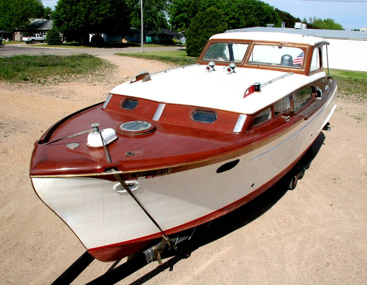 1953 35' Chris-Craft Commander