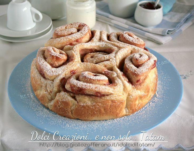Torta di rose allo yogurt un dolce lievitato soffice e buonissimo, torta di pan brioche preparato con yogurt nell'impasto senza burro, facile da preparare..