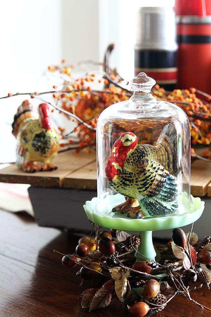 Decorating with vintage Thanksgiving turkey decor using retro tableware from the 50's and 60's for your holiday dinners.
