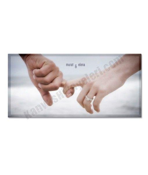 Tutulan Eller  www.kanvashikayeleri.com #dogumgunu #sevgili #sevgiliyehediye #kanvastablo #canvastablo #kanvashikayeleri #hediye
