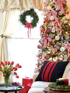 Love the striped ribbon on the Christmas tree!