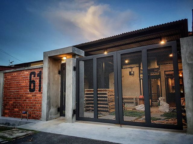 #rustichome #homesweethome #terracehouse #architecture #oldbuilding #smallhouse #dreamhome #industrialdesign #malaysiahouse #malaysiahome #singlestorey #industrialhouse #goodwood61