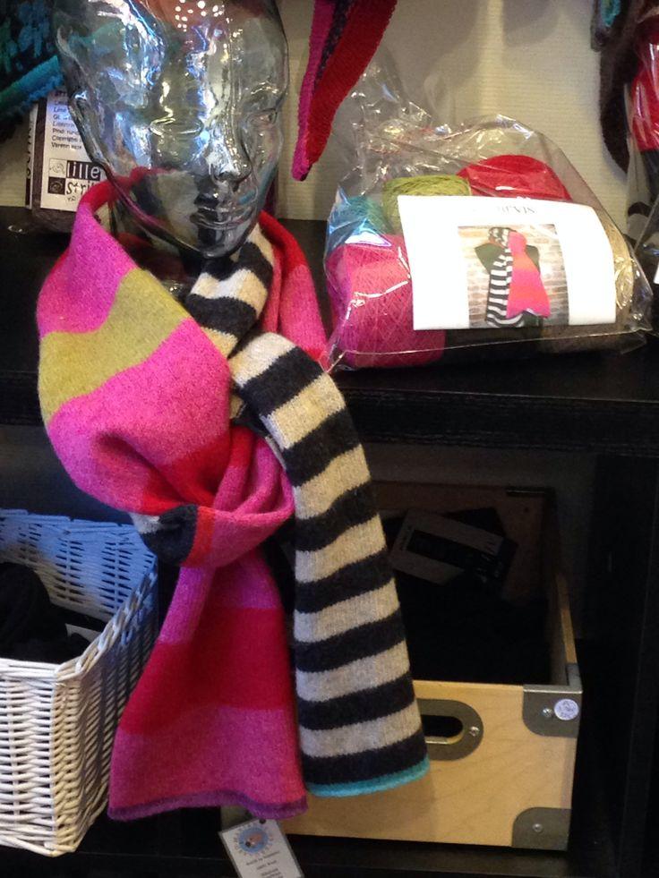 Stribevis dejligt tørklæde af Marianne Østergaard.