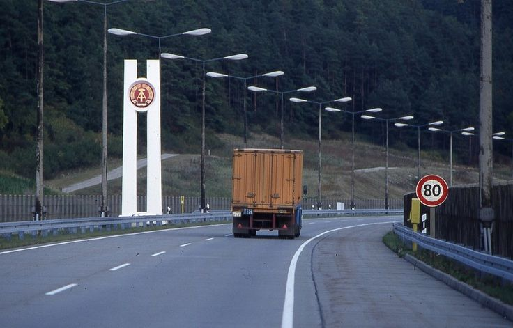 Eingang in die DDR auf der Autobahn, 1987   Foto: Uwe Gerig