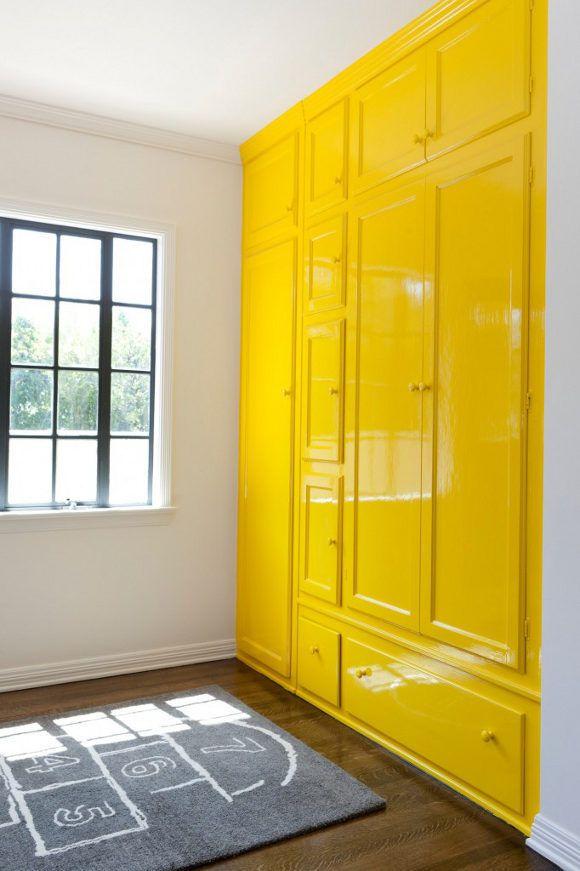 Hoogglans kast in de kleur geel. #yellow #interior
