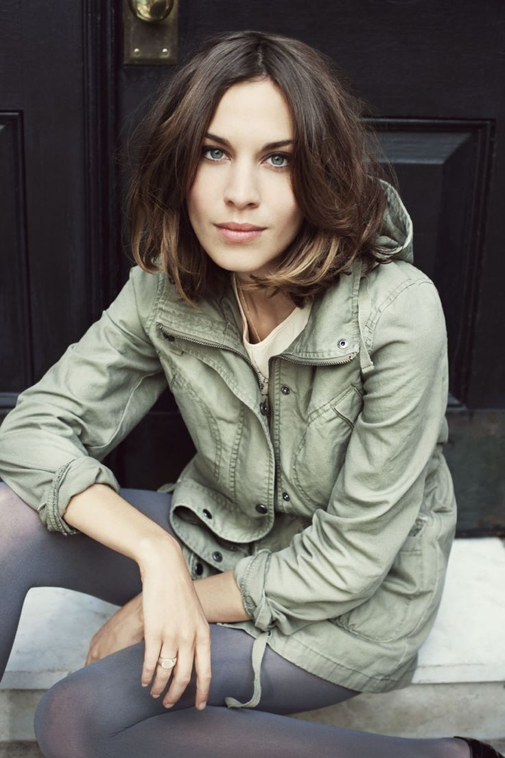 Alexa Chung - long bob, heavy ends, thick volume.