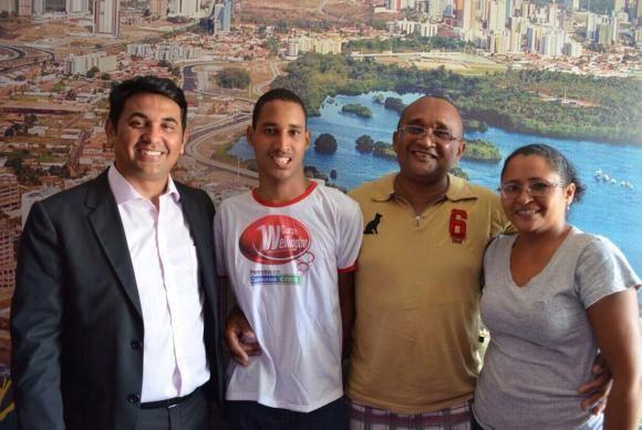Luis Henrique Sales, de 19 anos, conquistou, junto com 249 estudantes em todo o Brasil, a nota mil na redação do Exame Nacional do Ensino Médio (Enem) 2014.