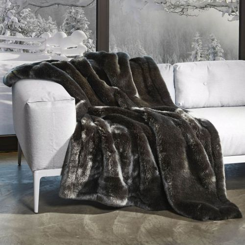 62 best plaids et couvre lits en fausse fourrure images on pinterest faux fur furs and beds. Black Bedroom Furniture Sets. Home Design Ideas
