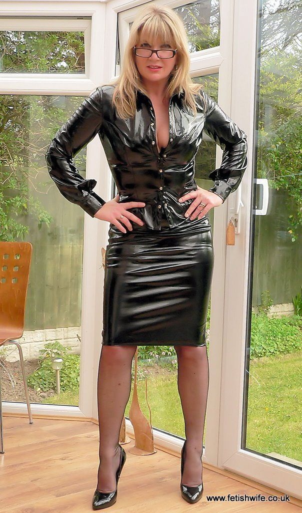 and-wet-wife-in-leather-and-pvc-pics