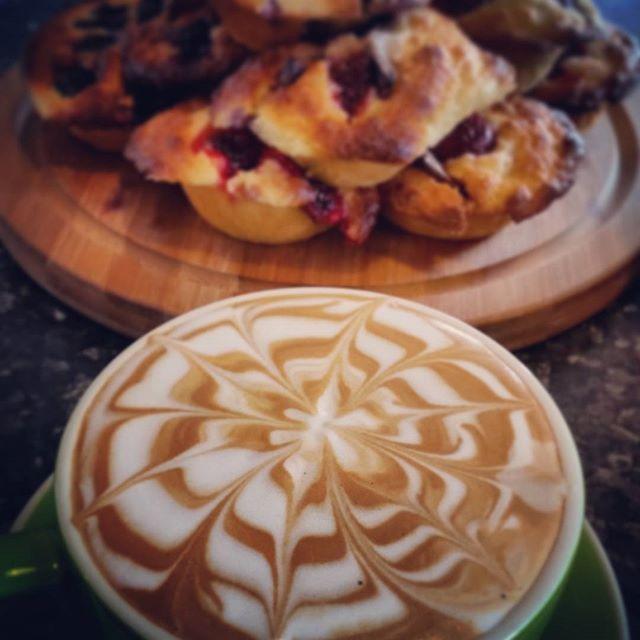 More coffee art :) @zestcafenowra  #coffee #caffiene #cafe #latteart #latte #allpress #allpressau #espresso #shot #creative #muffins #vintage #delicious #coffeetime #lamarzocco #zestcafe #nowra #shoalhaven #barista