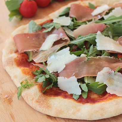 pizza with arugula arugula amp mozzarella pizza arugula parmesan ...
