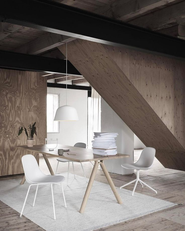 Light and bright Friday vibes: SPLIT table FIBER SIDE chairs and AMBIT lamp looking sharp on a PLY rug in off white. Have a wonderful weekend everyone! #muutodesign #interiorinspiration #happyweekend #iskosberlin #tafarchitects #allwhite #fiberchair #staffanholm #clean #nordicdesign