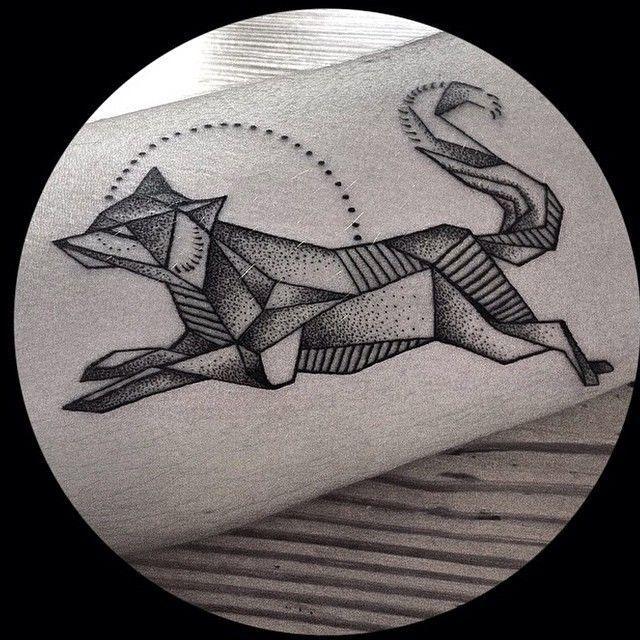 Blackworkers tattoo geometric fox dotwork #tattoos #geometrictattoos