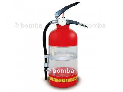 Hasiaci prístroj na párty je plastový hasiaci prístroj, do ktorého môžete naliať až 1,5 litra vášho obľúbeného nápoja a potom si s ním vy a vaši priatelia jednoducho uhasíte smäd.