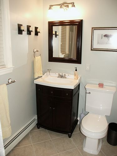 Awesome A Great Simple Bathroom Decorating Idea With A Classic Feel.