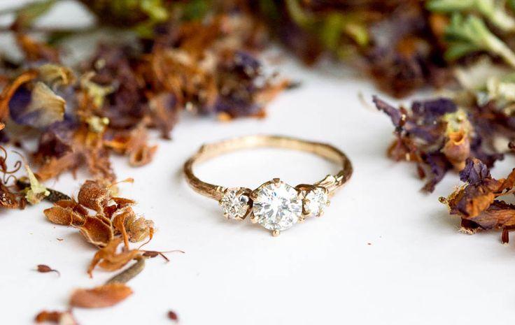 Moissanite y oro ramas anillo de compromiso, ramita natural moissanite anillo, anillo de piedra tres, anillo de compromiso de 14 k oro
