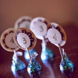 Super-simple DIY wedding project to let guests know their assigned table.: A Kiss, Names Tags, Save Money, Escort Cards, Budget Wedding, Hershey Kiss, Tables Numbers, Places Cards, Placecard Ideas