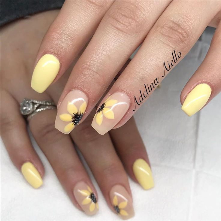 Pin By Rossimer Yumpe On Beautiful Beautiful Nail Designs In 2020 Sunflower Nails Short Acrylic Nails Designs Short Acrylic Nails