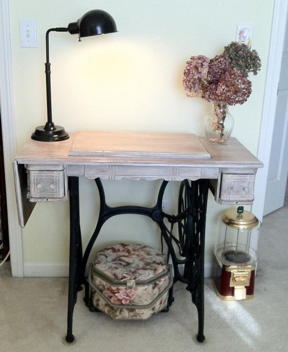 ber ideen zu alte n hmaschinentische auf pinterest k chenschr nke alter. Black Bedroom Furniture Sets. Home Design Ideas