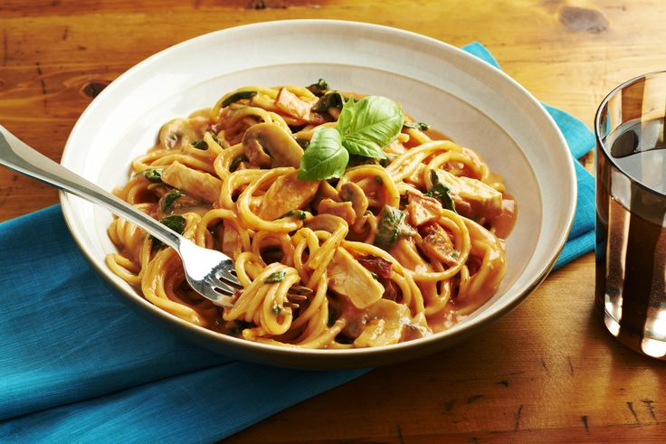 Creamy Spaghetti with Spinach and Chicken