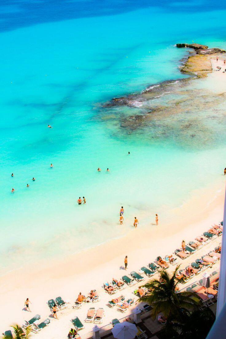 ¿Quién no quisiera disfrutar de un buen descanso en estas #playas? La magia del #CaribeMexicano se disfruta en #Cancun como en ningún otro lado.