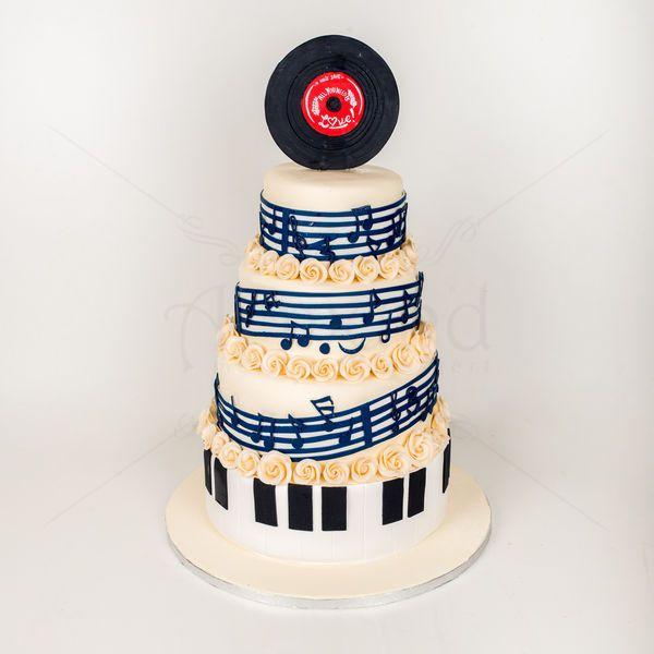 Tort de nunta cu note muzicale si vinil. Invelit in cea mai dulce partitura cu note muzicale, toate alese cu grija, tortul de nunta personalizat conform temei alese de miri, vinil si muzica, a fost cu siguranta unul din spectacolele serii. Pentru o schita in prealabil avem nevoie de cel putin 2 saptamani pana la eveniment, iar acest serviciu costa intre 50 si 150 lei. Pret: 560 lei (3,5 kg).
