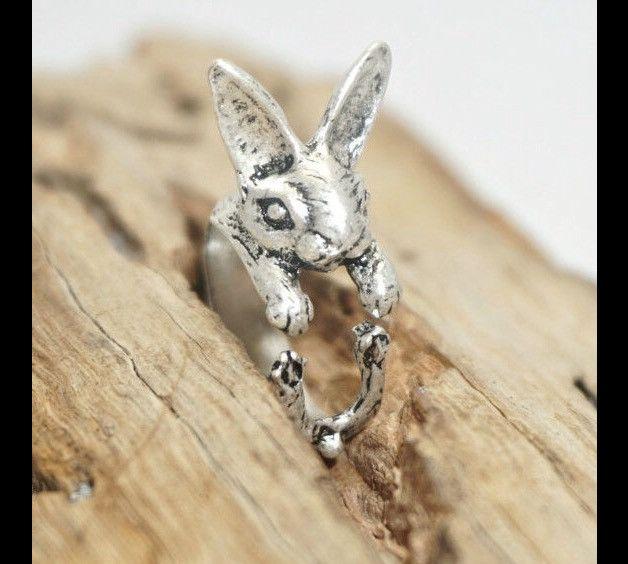 Ring mit süßem Hasen Motiv, Ein echter hingucker voller Nostalgie und jeder Menge Scharm, Ring ist in der Größe verstellbar, versilbert in Bronze Oder schwarzem Finish erhältlich. Der Ring Ist in...