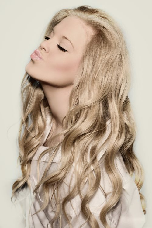 lovin the soft blonde color... thinking about dying for my 16th if my mom will let me. :)
