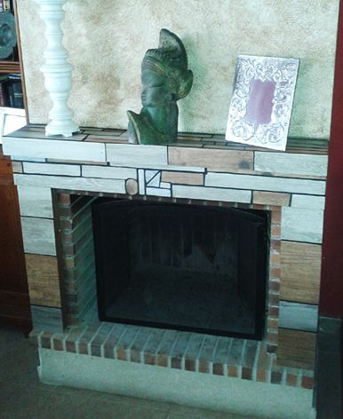 Chimenea con mosaico de azulejos reciclados Mosaic fireplace, wood effect ceramic tile recycle
