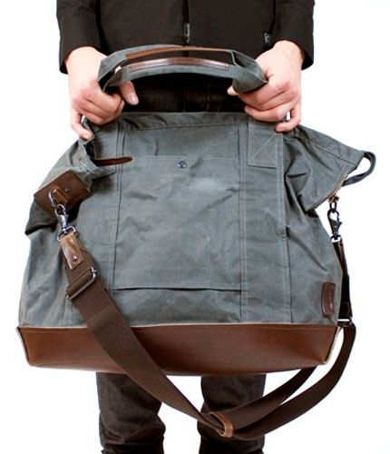 """Au hasard de mes recherches, j'ai enfin trouvé un patron couture de sac """"Weekender"""" à réaliser gratuitement ! Le sac parfait pour glisser ses affaires pour partir en week-end en famille ou en congés : grand, léger, pratique (une bandoulière et des poignées)...."""