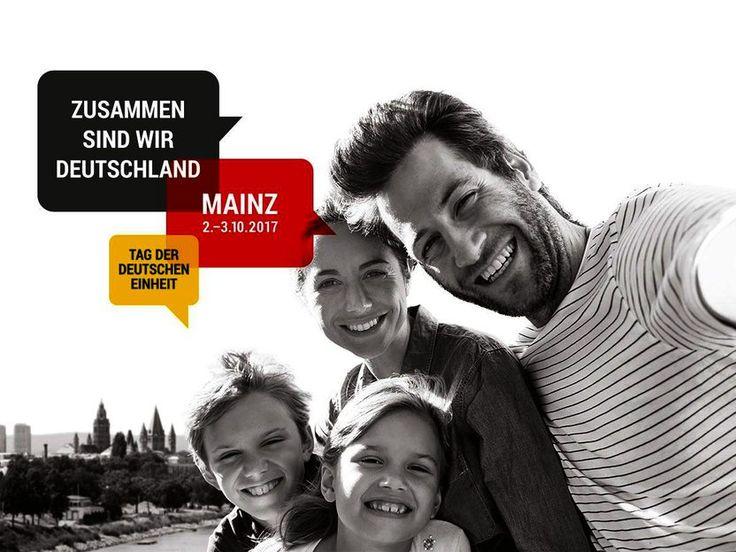 Auf dem Plakat zum Tag der Deutschen Einheit ist eine Familie zu sehen