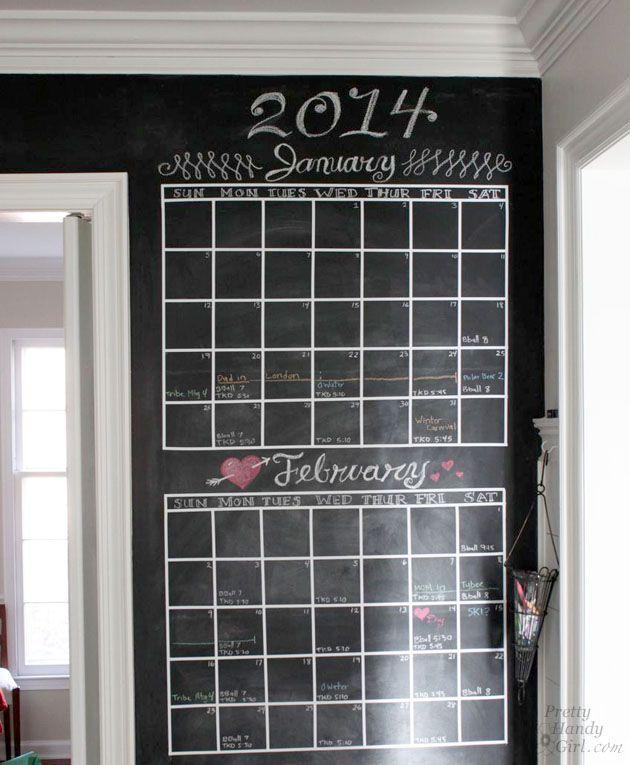 DIY Chalkboard Calendar http://www.lovediy.it/2014/05/04/diy-chalkboard-calendar/ Una lavagna, di quelle classiche da appendere in #cucina, è utilissima...ma volete mettere la comodità di una #lavagna-calendario, magari anche realizzata con l'apposita vernice su un'intera #parete?...