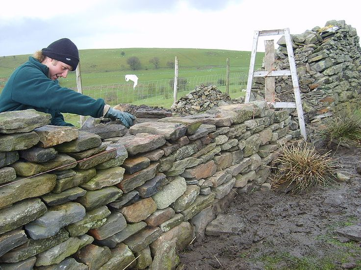 Dry stone wall construction                                                                                                                                                     Mehr
