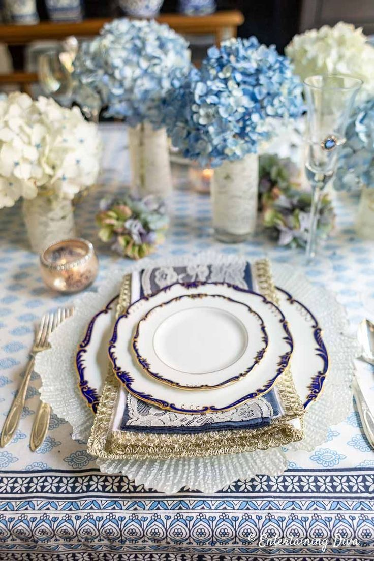 Beautiful Blue and White Summer Tablescape | Gorgeous ...