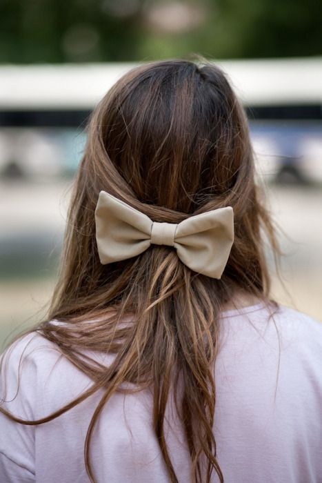 Pretty bow with half-up style.: Hairbows, Fashion, Hairstyles, American Apparel, Bows Ties, Beautiful, Hair Bows, Hair Style, Big Bows
