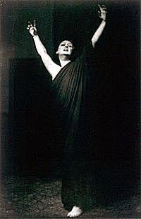 Descubre 4 grandes mujeres en la historia de la danza moderna: Isadora Duncan (1877-1927)