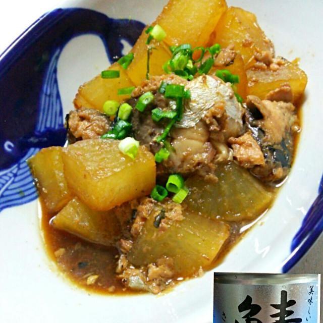 テルちゃんの 鯖の水煮で鯖大根‼(*´ー`*)♥  お魚買わなくても 鯖缶で鯖大根が出来る なんて  時短だし 美味しいし。 今回 生姜はすり卸して入れました。 朝から大根だけ  アク抜きしてたので   帰宅してから 煮ても  時間かからずにすぐ 出来たよ➰(^^)/   アライちゃんの好きな鯖缶です。 このレシピ美味しかったよ。(^^) 再びお呼びだし  鯖友ですがヨロシク。  テルちゃん  このレシピサイコー⤴⤴ 鯖缶汁ごと入れたら味が美味しいね。 カンパーイ✨ - 165件のもぐもぐ - teruyoさんの鯖の水煮缶で鯖大根 by yblueadidas103