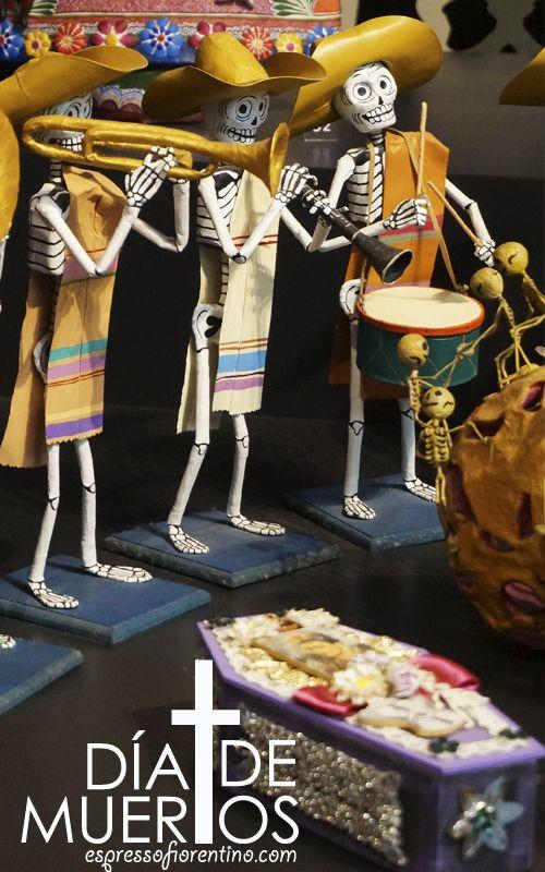 Las calaveras coloridas presentan a la muerte como inevitable y no del todo temible, tomándola con humor.  Hermoso día de muertos en México. SLVH