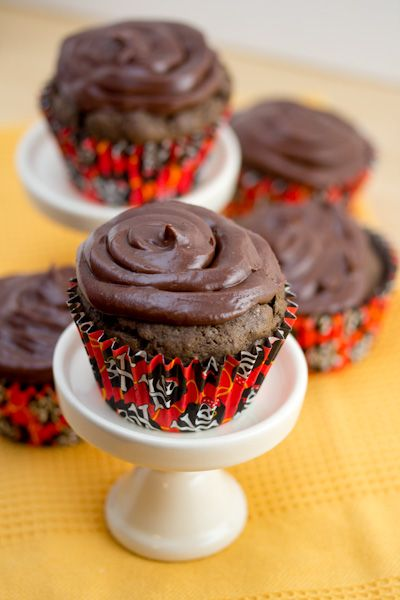 Super Easy, Super Moist Chocolate Cupcakes | Big Flavors from a Tiny ...