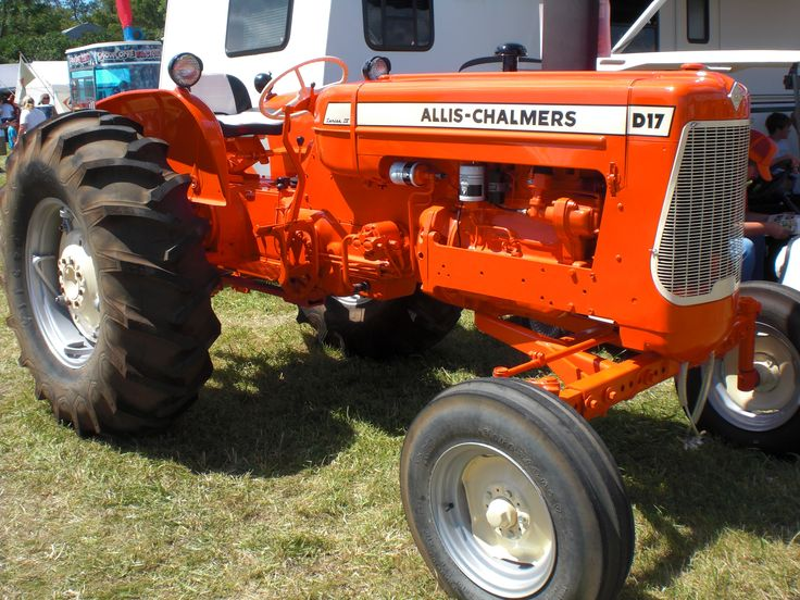 The IV Series of the Allis-Chalmers D-17 , grew up on one of these