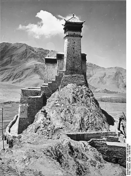The Yumbulagang fortress.