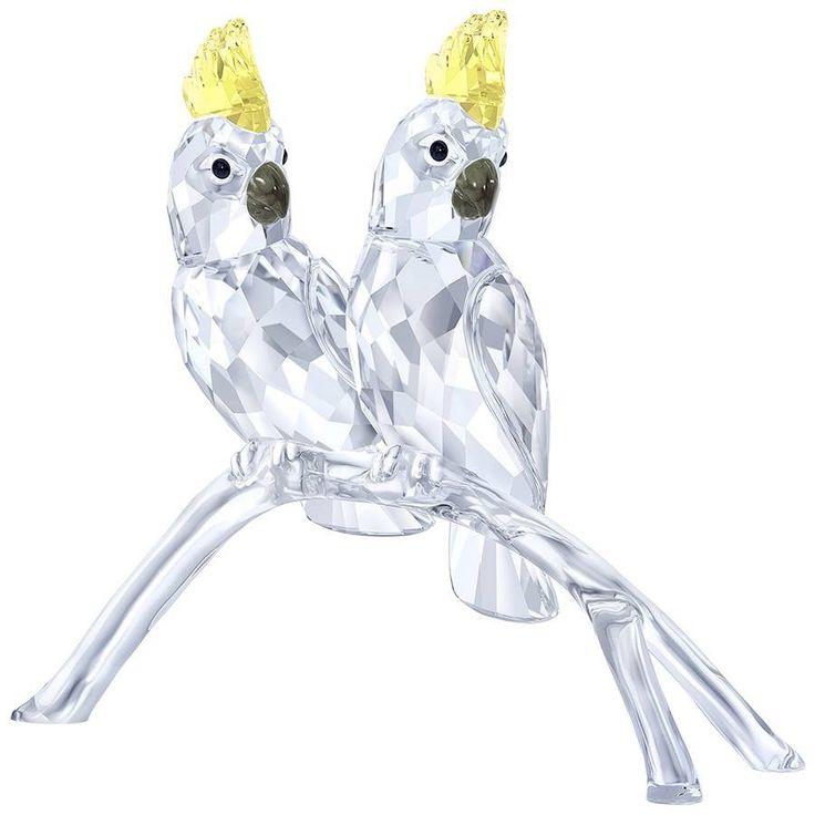L'elegante creazione #Cacatua firmata SWAROVSKI è una perfetta #idea regalo per #anniversari, #matrimoni ed #eventi di coppia. Sia i Cacatua che il #ramo, sul quale sono appoggiati, sono realizzati in #ClearCrystal.  #villamontesiro #fratelli_villamontesiro #villa_casalinghi #ul_piatè_de_munt #swarovski