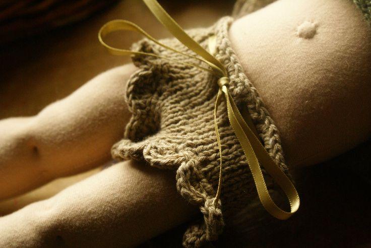 """Maglia e Crochet Pattern per un 16-18 pollici bambola Waldorf """"Forest Fairy pantaloni"""" di tillytilda su Etsy https://www.etsy.com/it/listing/101041760/maglia-e-crochet-pattern-per-un-16-18"""