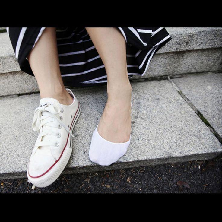 くるぶしが見える短いソックスをスニーカーに合わせて、くるくると靴の中で丸まってしまうことがありませんか。24センチ前後の方にはメンズもおすすめ!ユニクロのベリーショートソックスをご紹介します。