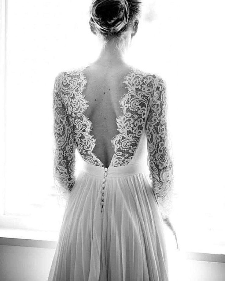 Nos encanta cada detalle de este vestido! Via #ConstanceFournier - asian lingerie, white lingerie, uk lingerie
