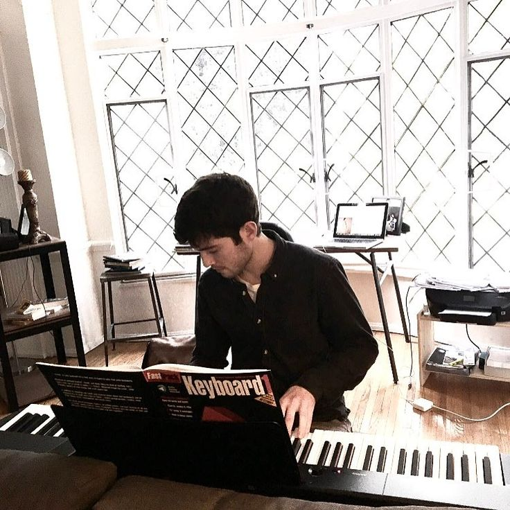 "8,812 Me gusta, 74 comentarios - Ian Nelson (@ianmichaelnelson95) en Instagram: ""I love the piano :) pc: @danielleknelson"""