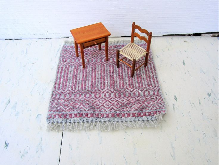 Silver and Dusty Rose Artisan Woven Dollhouse Rug, Table Rug. Rose Path threading. Wool weft silk warp table rug. 7″ by 8.5″ includes fringe